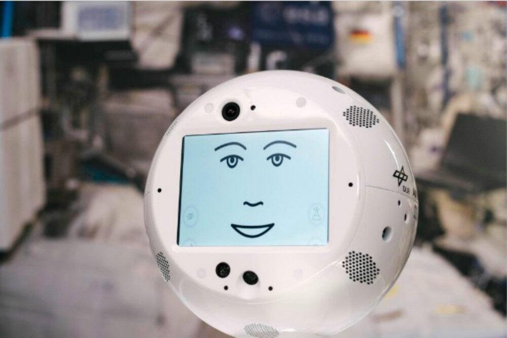 人类史上首个AI宇航员交互式移动伴侣首次亮相中国,IBM人工智能技术赋能