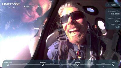 比贝佐斯早9天!71岁亿万富翁历经14年,终于登上太空圆梦