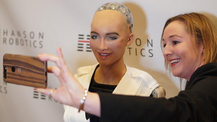 未来人类将被AI取代?一文读懂人工智能类型与发展阶段
