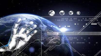 Q资讯:三星折叠屏机Galaxy Z Flip在华全网再售罄;前微软AI掌舵人沈向洋受聘清华大学双聘教授;拼多多市值反超百度